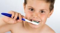 הורים מניחים לעיתים קרובות שילדים מקבלים חורים בשיניים כתוצאה מחוסר הקפדה על צחצוח ושימוש בחוט דנטלי. זה נכון במידה מסוימת, אך מה שמעטים יודעים הוא כי עששת היא מחלה ידועה […]